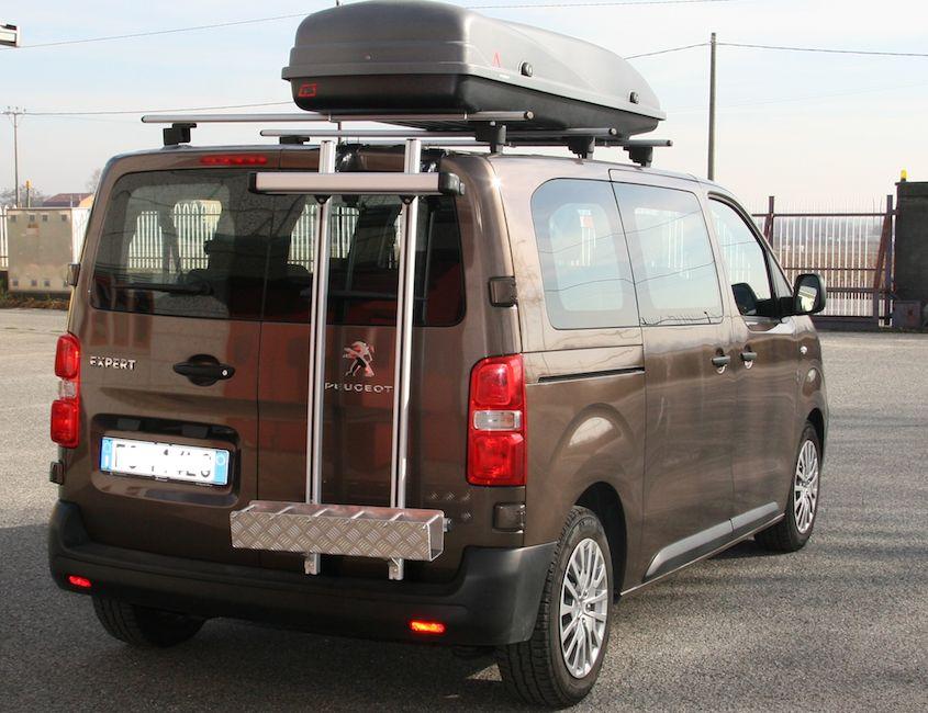 Peugeot expert avec porte skis sur porte arrière
