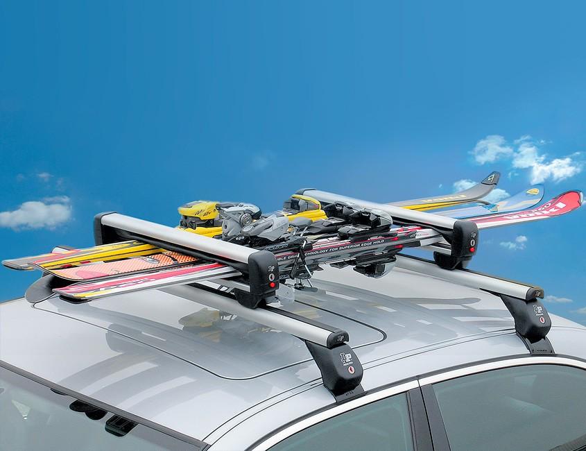 barres-de-toit-en-aluminium-avec-portes-skis